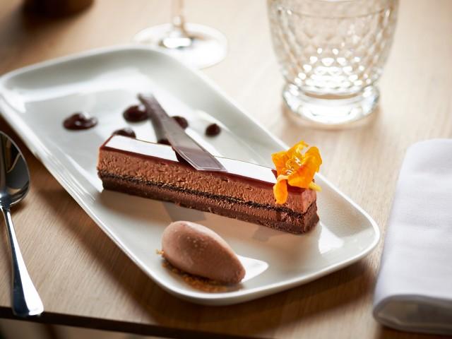 MAISON GRIZLAW MAISON GRIZLAW 116 avenue Victor Hugo à Valence // L'Intense Tout Choco, biscuit noisette, chocolat alpaco dans tous ses états de Philippe Rigollot