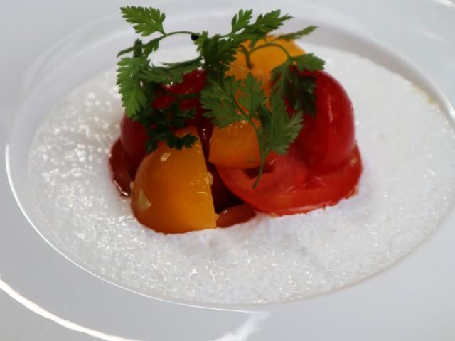 MAISON GRIZLAW Tarte fine aux tomates sur compotée d'oignons et mozzarella